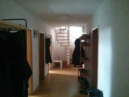 3er WG in toller Lage mit großem Wohnzimmer (keine Studenten)