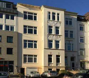 Schöne 4-Zimmer-Whg. mit Balkon zwischen Blücherplatz u. Forstbaumschule // Feldstraße, Kiel