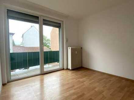 Schöne, großzügige 3 Zimmer, Küche und Bad Wohnung mit Balkon
