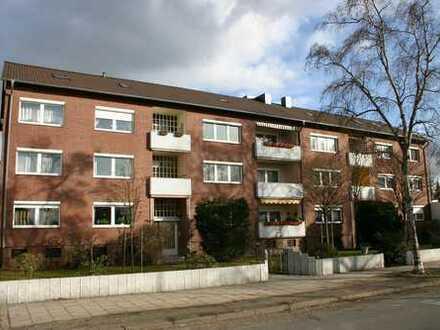 *RESERVIERT* (bis 17.12.18) Sehr schöne 4-Zi-Wohnung, mit Balkon, Garage & Keller