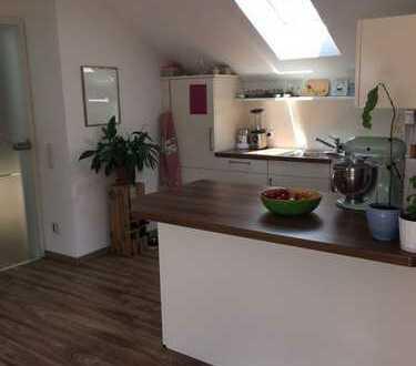 Provisionsfrei: Neue große und sehr gemütliche 2 Zi DG-Wohnung, 73 qm