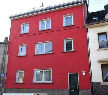 ZU VERMIETEN an solvente Mieter: Bezugsfertige Wohnung im 2. OG mit Balkon