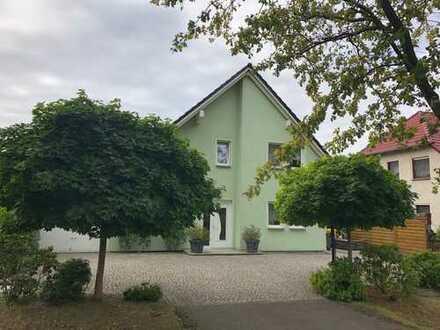 schicke 3 Raum - Wohnung mit EBK und Balkon zu vermieten!