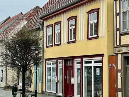 Wohn- und Geschäftshaus in Bestlage mit vermieteten Ladenflächen!