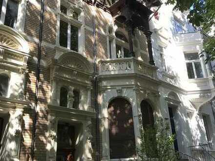 Rarität in der Bonner Südstadt! Saniertes Stadthaus mit Innenhof und Terrrasse!
