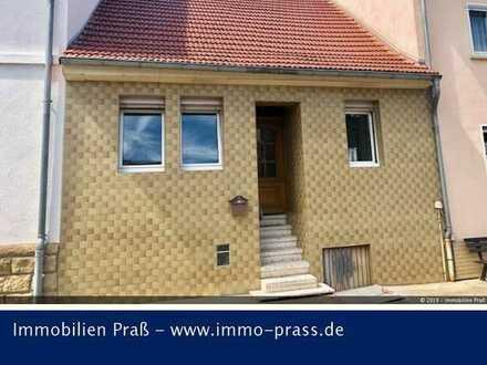 Kleines Einfamilienhaus als Kapitalanlage mit bis zu 7% Mietrendite in Staudernheim zu verkaufen