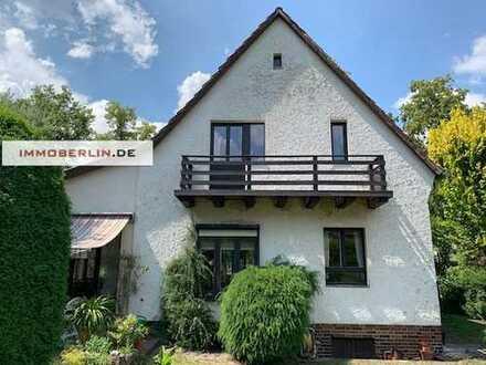 IMMOBERLIN: Sehr behagliches Einfamilienhaus mit traumhafter Gartenidylle