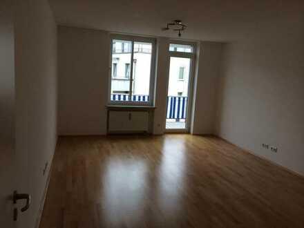 4 Zimmer von Privat: Bogenhausen Arabellapark Südbalkon - hell und modern - Garagenbox