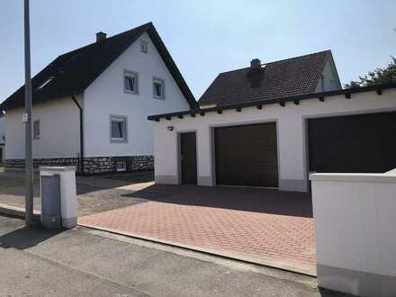 Erstbezug nach Sanierung: 2 stilvolle 4-Zimmer-Wohnung mit Balkon in Maxhütte-Haidhof