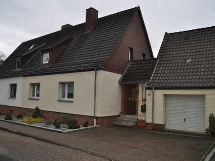 Doppelhaushälfte mit fünf Zimmern in Hildesheim (Kreis), Diekholzen
