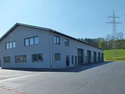 Neue Lagerhalle mit Büro im Gewerbegebiet