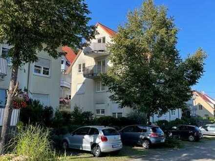 Von Privat, Stilvolle, gepflegte 3-Zimmer-DG-Wohnung mit Balkon, ohne Küche, in Neckartenzlingen