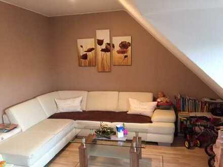 Provisionsfreie Dachgeschoss 3,5-Zimmer-Maisonette-Wohnung mit Balkon in Düsseldorf