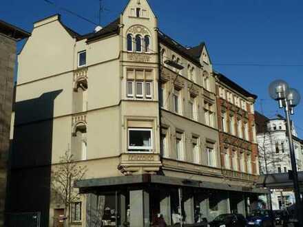 Große Altbau-Stadt-Wohnung mit Balkon und Stellplatz