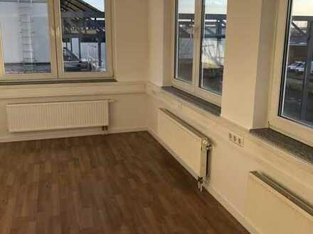 Sanierte 2-Zimmer-Wohnung mit EBK in Köln