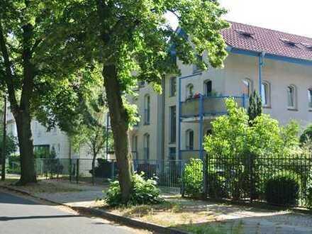 DI - Für Eigennutzer / Kapitalanleger - Schöne 2-Zimmer-DG-Wohnung im Musiker-Viertel von Babelsberg