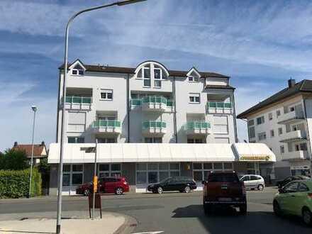 Schöne 4 Zimmerwohnung mit Balkon und Stellplätzen zu vermieten