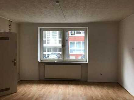 Medienhafen: 3 Zimmer Wohnung mit Balkon sucht solventen Mieter.