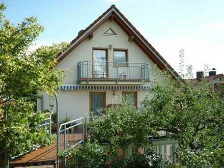 Modernisierte 5,5-Raum-Maisonette-Wohnung mit Balkon und Einbauküche in Waldbronn