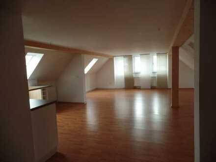 Traumhafte 2-Zi im DG mit Dachterrasse in Neuendettelsau