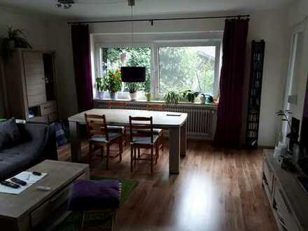 Modernisierte Hochparterre-Wohnung mit drei Zimmern sowie Balkon und Einbauküche in Oldenburg