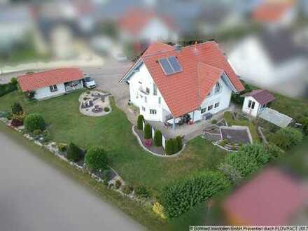 Gepflegtes Einfamilienhaus mit großem Garten, Doppelgarage und Nebengebäuden