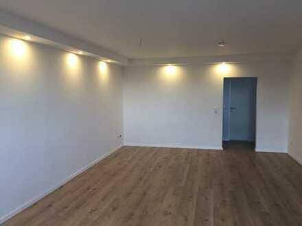 Vollständig renovierte 1-Zimmer-Hochparterre-Wohnung mit Balkon in Braunschweig