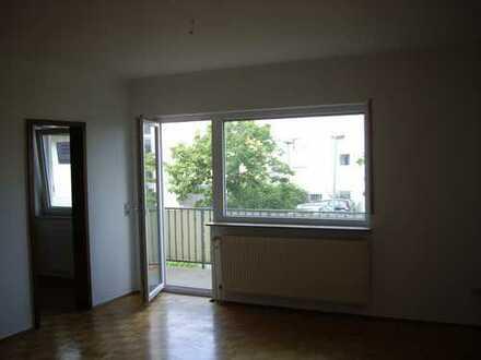 Stilvolle, geräumige und gepflegte 1-Zimmer-Wohnung mit Balkon und Einbauküche im 5-FH in Hanau