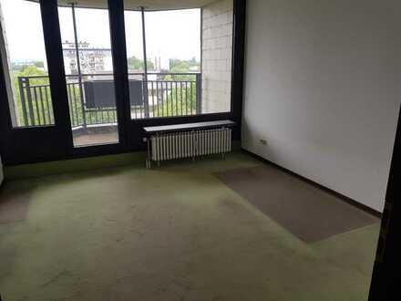 2 Zimmer mit Balkon im 5. OG.