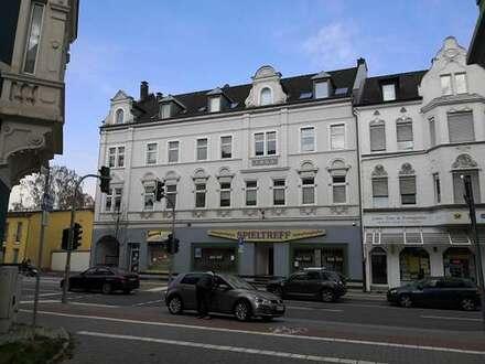 Sehr schöne, helle 2 ZKB-Dachgeschoss-Wohnung mit Balkon