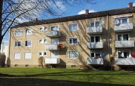 Vermietete renovierte 4 Zimmer-Hochparterre-Wohnung mit Balkon