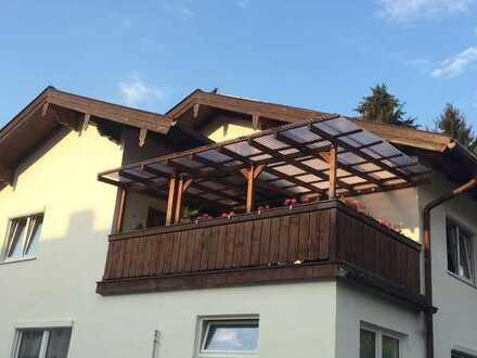 Wohnung mit zwei Zimmern sowie Balkon/Terasse und EBK in Holzkirchen