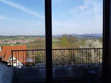 5-Zimmer-Dachgeschosswohnung mit Balkon und EBK in Steinau