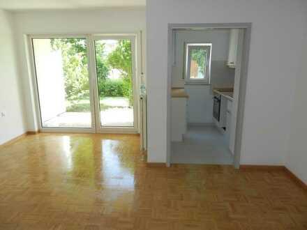 Gepflegte 2-Zimmer- SENIOREN-Erdgeschosswohnung mit Terrasse und Einbauküche in Pforzheim