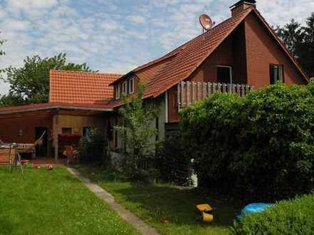 Modernisierte 4-Zimmer-Terrassenwohnung mit Balkon und Einbauküche in Greven