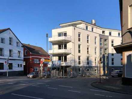 Hell und Modern = Neubau-Eigentumswohnung im 2.OG mit großem Balkon und Aufzug
