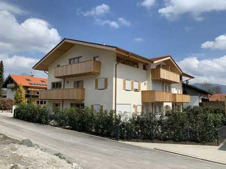 Neubau - Exklusive, ruhige 3,5 Zi. DG Wohnung mit großem Balkon und Bergblick