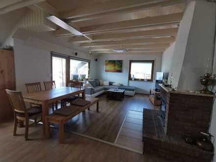 Modernisierte Dachgeschosswohnung mit drei Zimmern sowie Klimaanlage, Balkon und Tera in Windenreute
