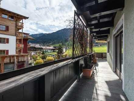 TRAUMHAFTER BLICK auf die STREIF: Wohnung im Herzen Kitzbühels