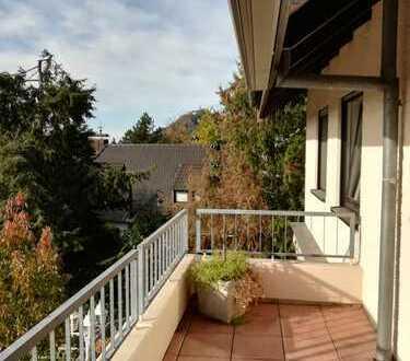 Schöne, zentral gelegene 4-Zimmer-Hochparterre-Wohnung mit Blick auf den Drachenfels