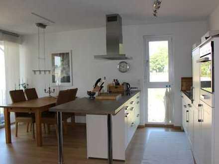 Wunderschöne 3,5 Z. Wohnung mit 2 Balkonen sucht Mieter...