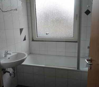 71 m² große, helle, gepflegte 3-Zi.-Whg. + KDB und 9,5 m² Südbalkon plus Grünfläche