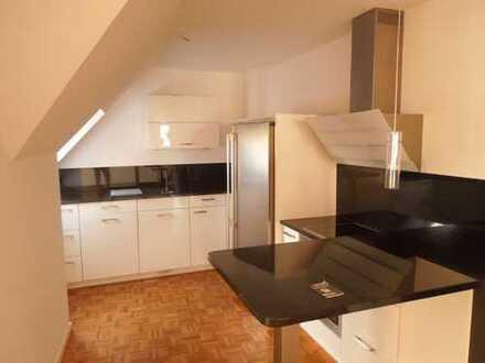 Wunderschöne, moderne Licht-durchflutete vier Zimmer DG-Maisonett-Wohnung