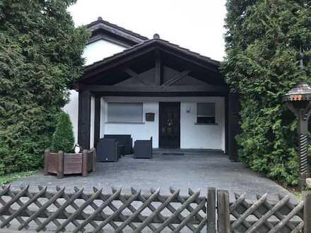 Freistehendes Haus mit großem Garten und vermieteter Einliegerwohnung