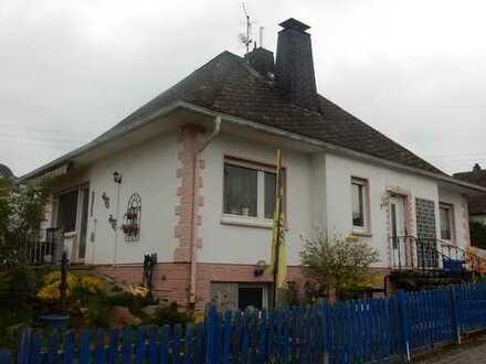 Walmdach-Bungalow 5 Zi Bad Keller, Hobbyraum ca 130 qm Garten ca 600 qm
