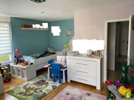 Neuwertige Wohnung mit drei Zimmern und Balkon in Karlsruhe