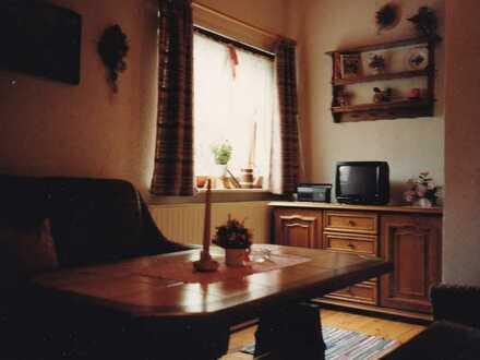 Kleine 2-Zimmer-Hochparterre-Wohnung mit Balkon und Einbauküche in ruhiger Randlage in Pleussen