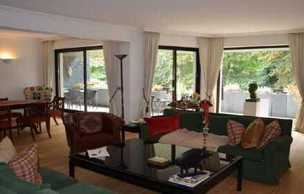 Stilvolle, sanierte 3-Zimmer-Wohnung mit Balkon in Parkanlage in Köln-Marienburg
