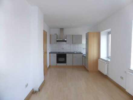 Schicke Zwei-Zimmer Wohnung mit großer Wohnküche EBK, Gäste-WC, Tageslicht- Bad, PK