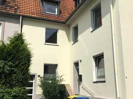 Frisch sanierte 2 Zimmer Wohnung mit modernem Bad und Badewanne
